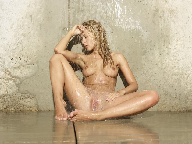 get-wet-with-sexy-and-hot-blonde-darina-l-13