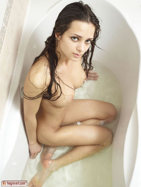 mercedes-soapy-shower-02